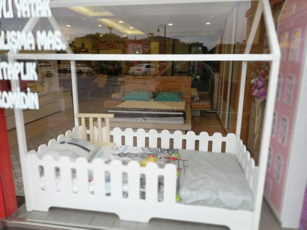 Beyaz montessori yatak